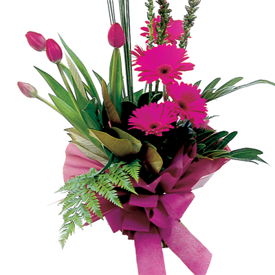 Show your great taste with this beautiful modern bouquet