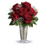 True love. Sweet love. Beautiful love. Celebrate all flavours of love with this elegant arrangement of roses.