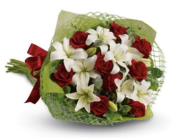 Add some romance with this rich bouquet